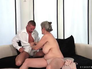 Barmfager bestemor enjoys hot sex med henne boyfriend