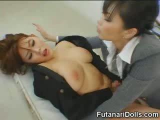 Futanari tastes riêng cum!