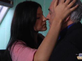 Стар учител gets а секс почивка от млад студент