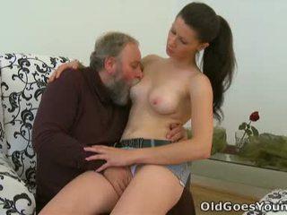 Simona เป็น flattered นี้ นี้ มีอายุ บุคคล likes ไปยัง ใช้จ่าย บาง เซ็กส์แปลกๆ เวลา ด้วย นี้ chabr