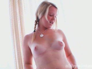 Plinuta adolescenta shows ei sexy curves