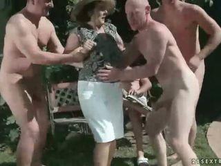 pissing, močiutė, fetišas