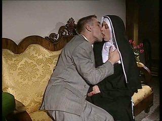 Blyg nuns gets henne röv körd och ansikte spermed
