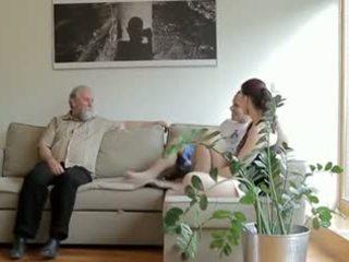 Kívánós régi férfi fucks son's barátnő