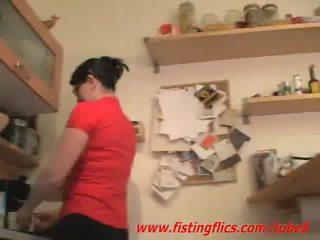 Amatöör abielunaine anaal fisted sisse the köögis