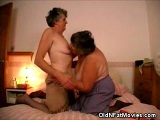 kijken lesbische seks, heet likken likken en mor likken, meer porno meisje en mannen in bed