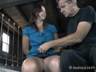 Abgekettet mieze needs sexy folter
