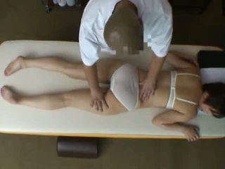 Spycam reluctant vaimo seduced mukaan masseur
