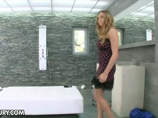 Lustful blond beib getting keppimine sisse the dušš