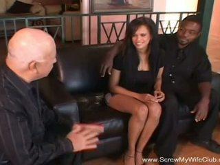 Tornillo mi esposa discoteca: negrita swinger gets follada en frente de su hombre