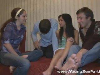 zien brunette video-, zien jong, heet groepsseks
