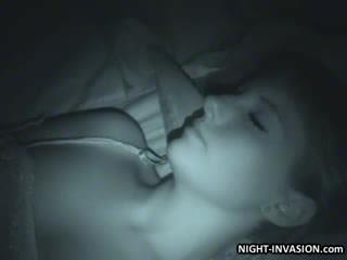Seksi patung fingered dalam tidur