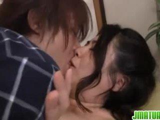 Jepang perempuan di sini getting turun dengan tindakan