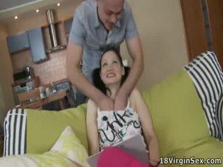 Mini najstnice angel touches težko za loads od svež sperma