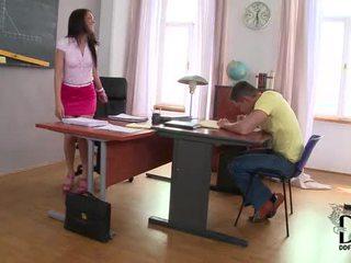 Caldi latina samia duarte's eccentrico studio session in piede offerte di lavoro