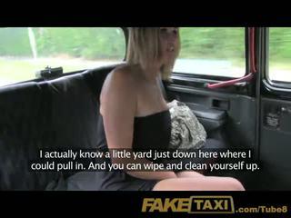 Faketaxi poročeni ženska znamk up za lulanje na taxi seats