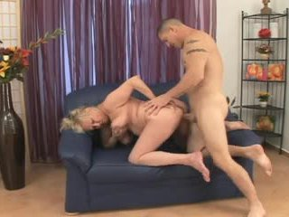 Blonde BBW-Granny fucked by younger Bodybuilder