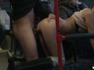 Amateur zorra gets banged duro en la autobús