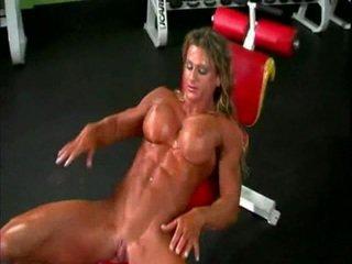 Оголена bodybuilder леді з великий клітор
