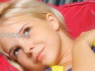 Drobne 19yo blondie teasing sama