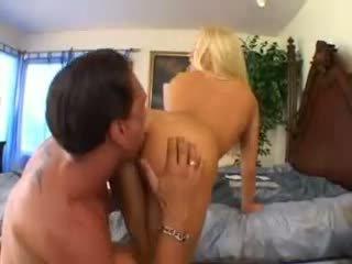 Cassie jaunas takes a didelis varpa video
