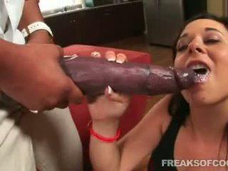 Soaked porno floozy aarielle alexis stuffs dela boca com um monstro pénis