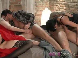 Love pananamod sa loob two maturidad inang kaakit-akit swingers ibahagi husbands cocks sa pilyo orgiya