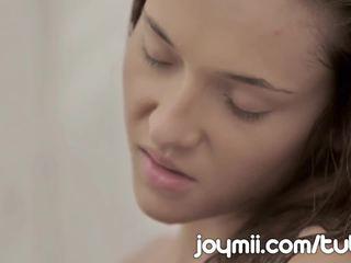 Joymii ผอมบาง หนุ่ม alexis brill ทำให้ ความรัก ใน the อาบน้ำ และ likes มัน เปียก