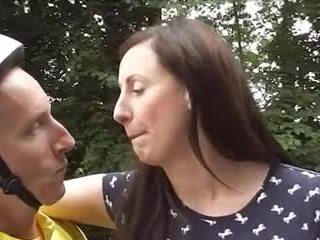Britisk eldre loving sykkel goes anal