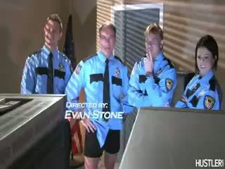 më i mirë realitet nominal, ideal uniformë pamje, në linjë bjond të gjithë