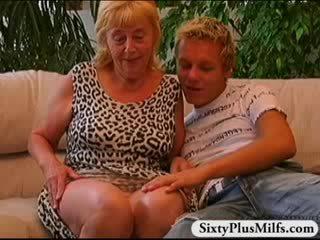 Tšikk poiss keppimine vana prostituut