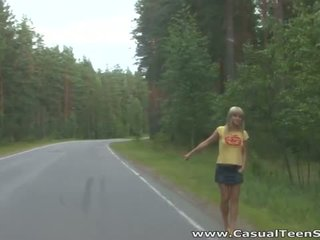 How did this blondinka ýaşlar hitchhiker end up all alone on a