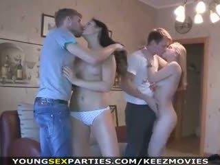 युवा सेक्स parties - किशोर की उम्र बकवास में pairs और अधिक