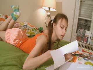 Mignonne copine doing coquin homework