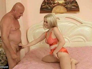 Bukuroshe adoleshent having seks me gjyshi