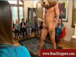 Bachelorettes llegar seduced por un bailando osos