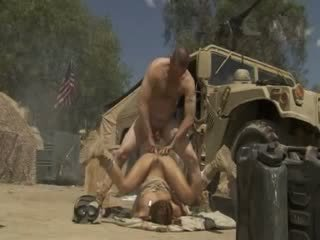 Excited jadra holly receives трахкав жорсткий і cummed по an військова soldier