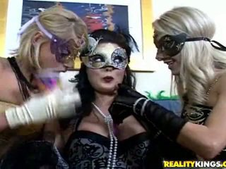 nominale brunette, nominale maskeren scène, likken porno