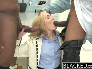 Blacked 2 nagy fekete dicks mert gazdag fehér lány