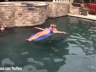 Rachel Aziani underwater video