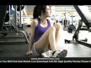 u sport gepost, ideaal sportschool actie, solo girls film