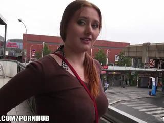 Mofos - rdeča lase, velika prsi