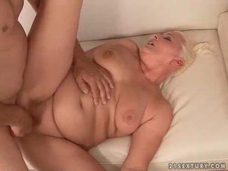 Gorda abuelita follando como loca
