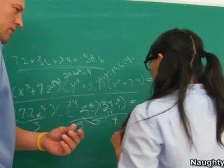 Asa akira ある banged バイ 教師 のために キス 彼の humps