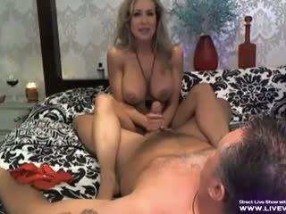Attraente tettona pornostar brandi amore sega scena