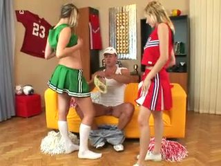 Sugar sharing ramrod với cô ấy nóng bạn gái của trường học sự nịnh hót anh ta trống