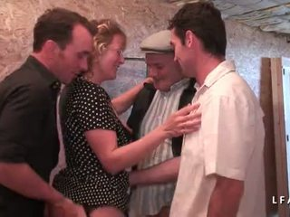 Dewasa francaise se fait demonter le cul en seks dengan banyak pria