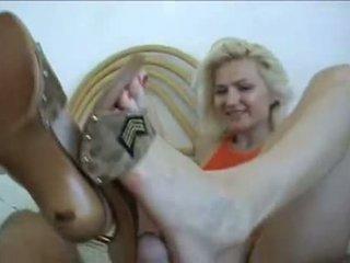 Amatieri karstās shoejob sperma par pēdas