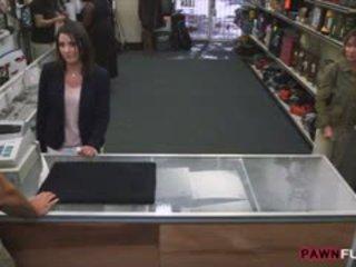 Customers moglie screwed da arrapato pan uomo in il retrobottega