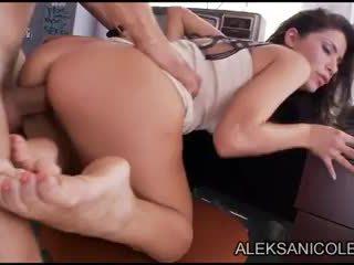 Aleksa nicole 에 closet